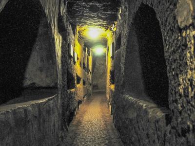 catacomb-sdomitilla-tunnel